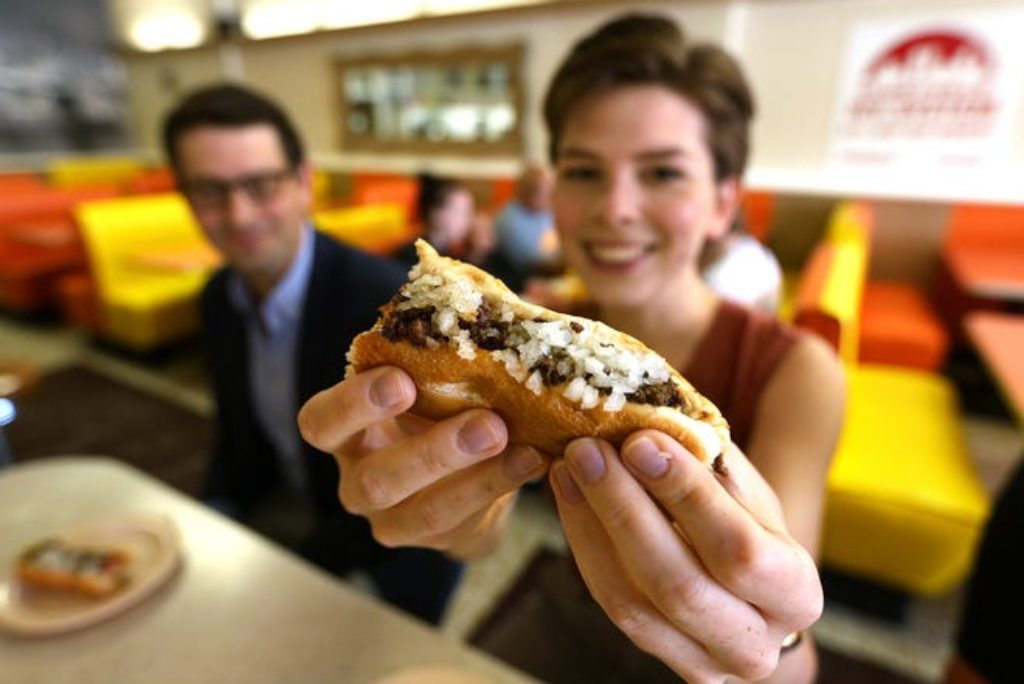 NEW TO RI: Ex-New Yorkers get the Olneyville experience